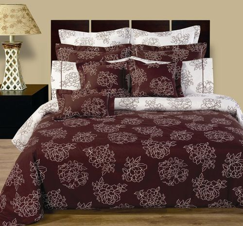 CLOVERDALE REVERSIBLE MULTI-PIECE BEDDING SET